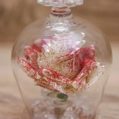 Campana con Rosa Bianca e Glitter Rossi Orchidea