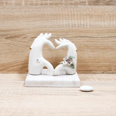 Mani LOVE con Rose Tortora Porcellana di Capodimonte