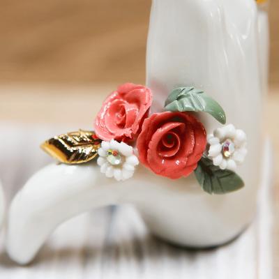 Mani LOVE con Rose Rosse Porcellana di Capodimonte